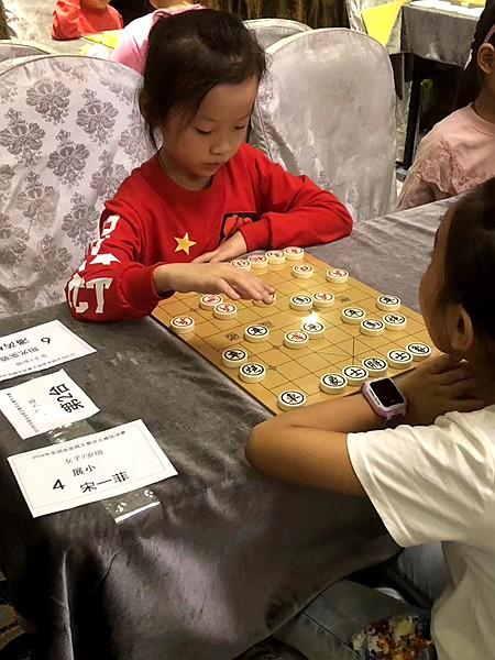 女子7岁组棋王王潘芮