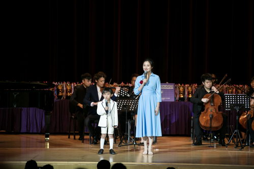 大赛评委,江西广播电台著名主持-梦辰与历届获奖者杨青霖再次呈现作品《不忘初心》