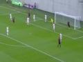 匈牙利门将禁区内炫技 头顶脚踢连过两人就失球