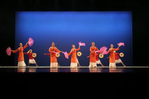 越南胡志明市舞蹈学校《占族鼓声》