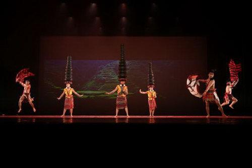 菲律宾莱西姆大学莱兴八打雁舞蹈团《瓦罐舞》