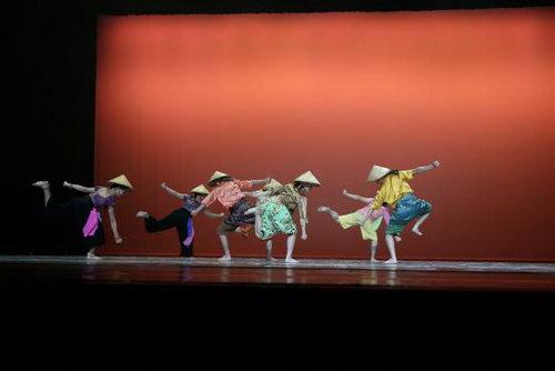 马拉西亚纯粹舞团《情牵吉打稻禾间》
