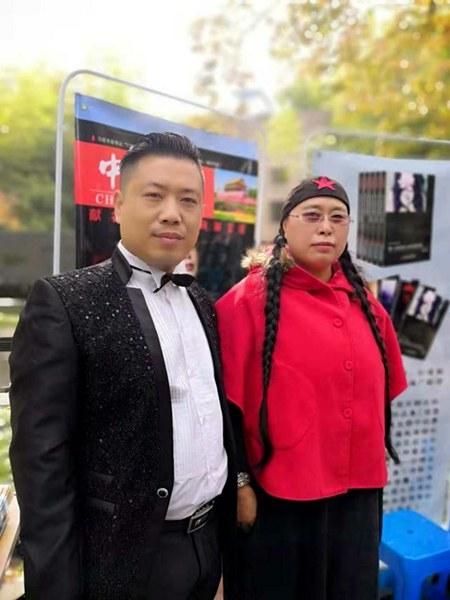 韩大伟与《岁月如歌》作者知名诗人黑丫