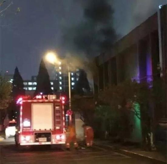 图示为北京邮电大学校园核心机房火灾现场