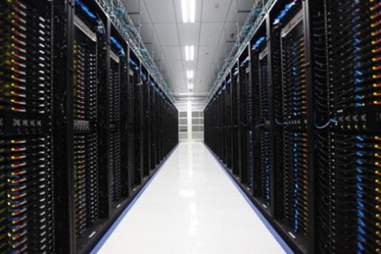 图示为百度云计算(阳泉)数据中心机房通道