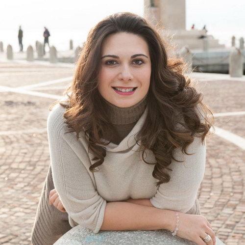 意大利歌剧新秀女高音玛丽莉・桑托罗 Marily Santoro