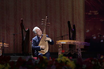国乐演奏家方锦龙先生现场演奏五弦琵琶