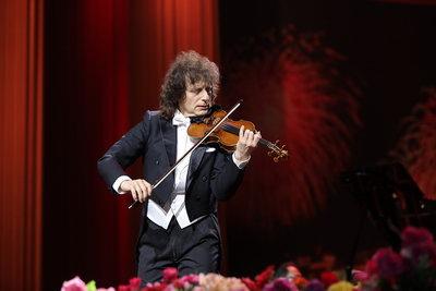 帕格尼尼小提琴演奏家 马科夫 经典传承音乐会带来精彩表演