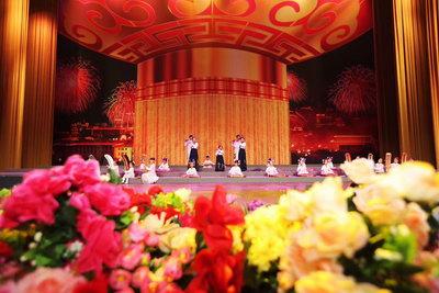 水晶艺术教育基地培养的唱诵班亮相人民大会堂