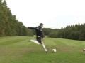 激情与优雅并重 英国塞萨克斯举行足球高尔夫赛