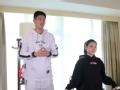 韩驭峰与拉拉队美女共跳新疆舞 舞技不输专业演员