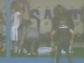 巴西足球赛场险现雷击意外 球员遭雷击所幸无碍