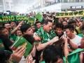 施密特离开北京 近千名国安球迷机场送别前主帅