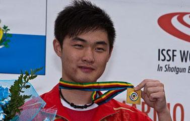 莫俊杰展示金牌