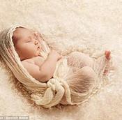 新生儿睡姿侧卧好还是仰卧好?