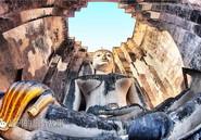 隐藏在石柱中的泰国神秘佛像竟有一只黄金降魔右手