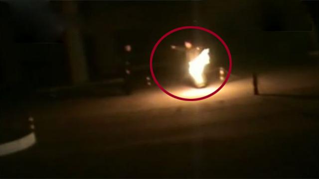危险!唐山一男子手持点燃煤气罐加油站内纵火