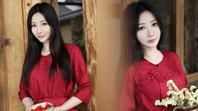 柳岩着古风红裙知性优雅 乌黑长发楚楚动人