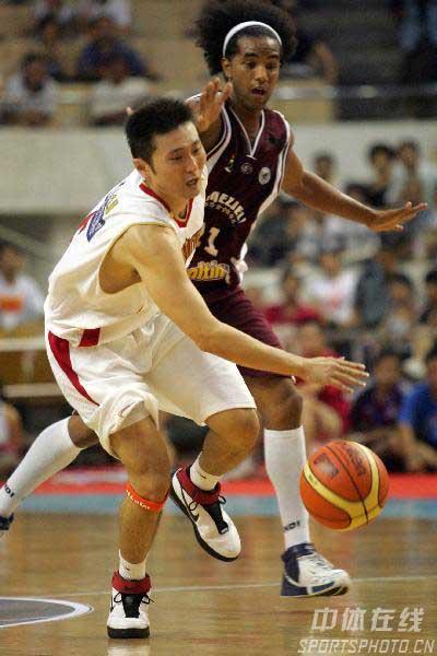 男篮队长刘炜组图 突破犀利犹如蛟龙 每球必争