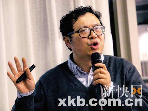 于建嵘,近两年全中国最红的社会学者,中国社科院农村发展研究所所长。他骂过很多官员,却有越来越多的官员请他去讲课。他忙得像个陀螺一样。CFP供图