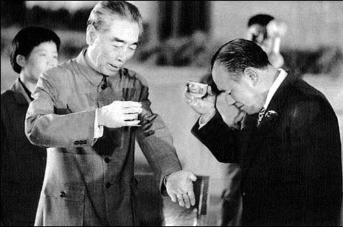 """日本首相行贿""""落马"""":巨额赃款为美国阴谋?-搜狐"""