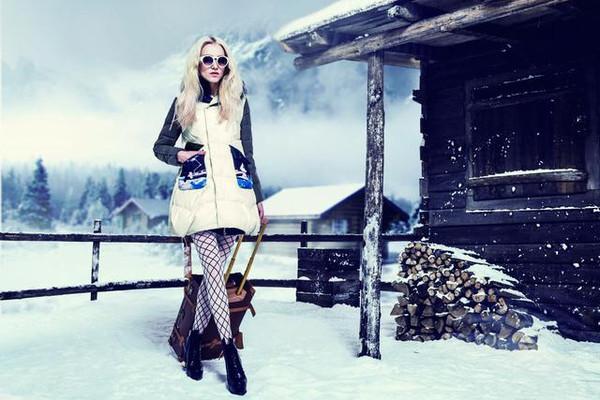 女大学生-40℃超短裙出门:双腿严重冻伤的照片 - 1
