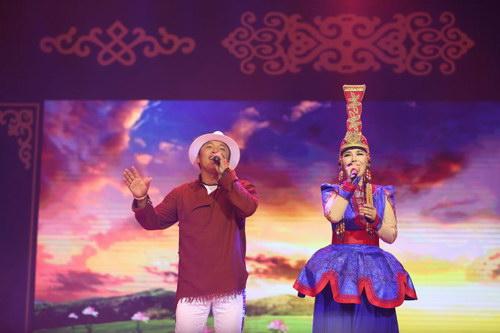 索朗扎西受邀乌兰托娅演唱会 大放情歌表白爱