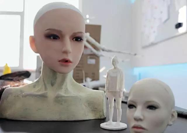 工厂研发的第一代智能语音硅胶娃娃的头部
