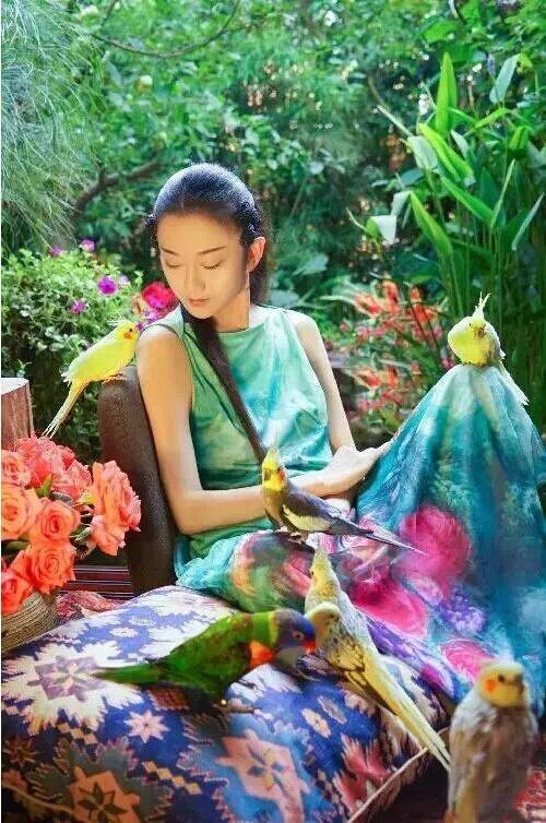 """按照《通告》,著名舞蹈艺术家杨丽萍在大理双廊的私人别院改建的酒店""""千里走单骑·杨丽萍艺术酒店""""也在整治范围内。"""